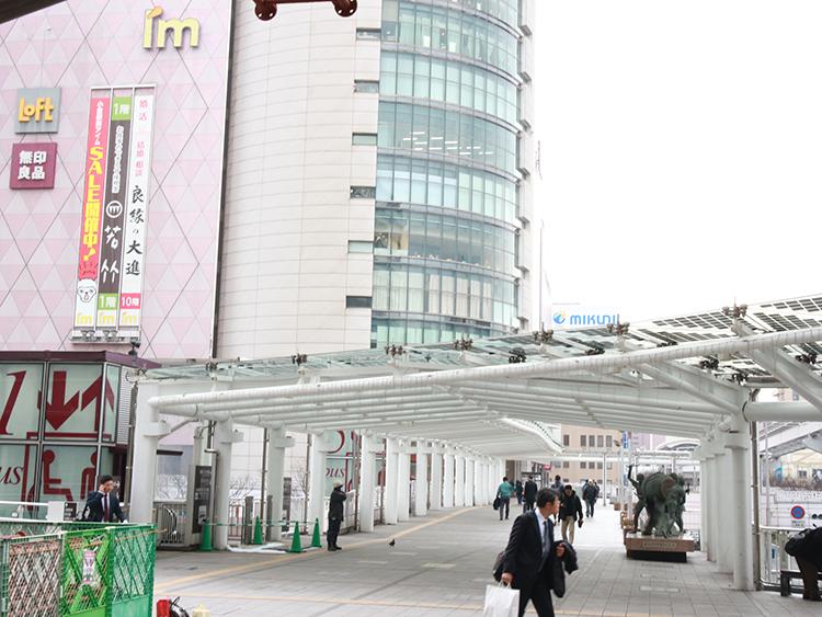 そのまま直進します。小倉駅前アイムの方向に直進します。